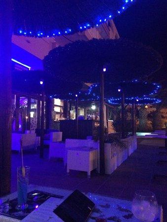 Luna Blue Lounge Bar: Gorgeous sea view setting