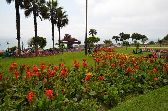 El Parque del Amor: Jardines al rededor del parque