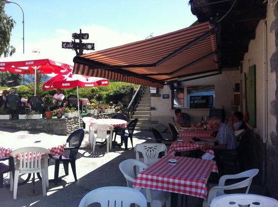 Le Vieux Châlet : terrasse en été