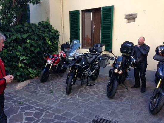 Hotel Vasari Palace : Bike Parking
