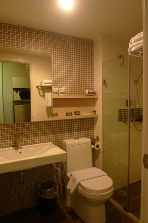 At Mind Executive Suites: Shower