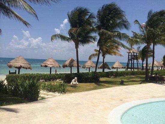 Secrets Capri Riviera Cancun: pool to beach view