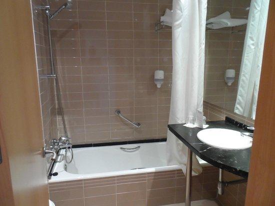 Ohtels Campo de Gibraltar: Bathroom