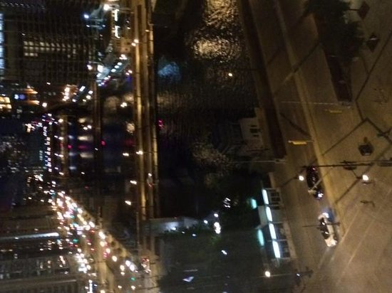 Wyndham Grand Chicago Riverfront: Chicago Night View from My Window