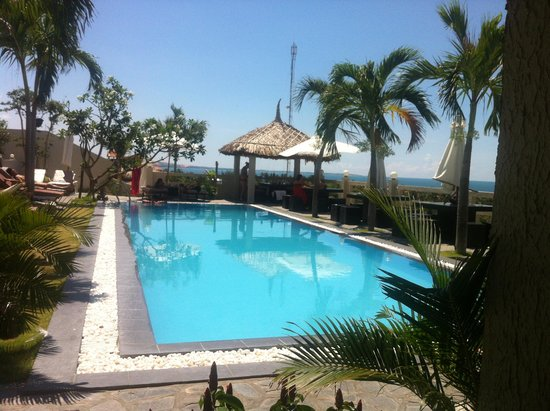 Mui Ne Hills Villa Hotel: Pool with a view!