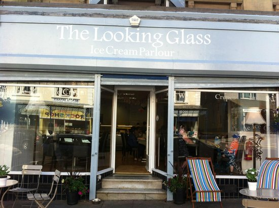 The Looking Glass Ice Cream Parlour: Shop front..