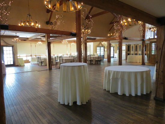 Bedford Village Inn: Banquet room - reminded us of the Shining banquet room