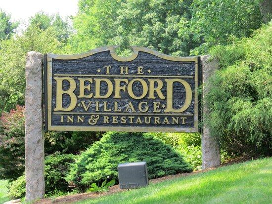 Bedford Village Inn: Sign