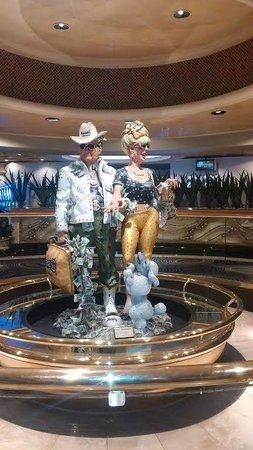 Harrah's Las Vegas: Iconic Harrah's Statue