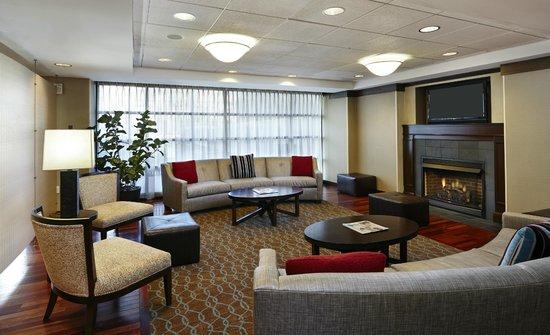 Homewood Suites Silver Spring: Hotel Lobby