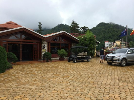 Victoria Sapa Resort and Spa : Front of hotel