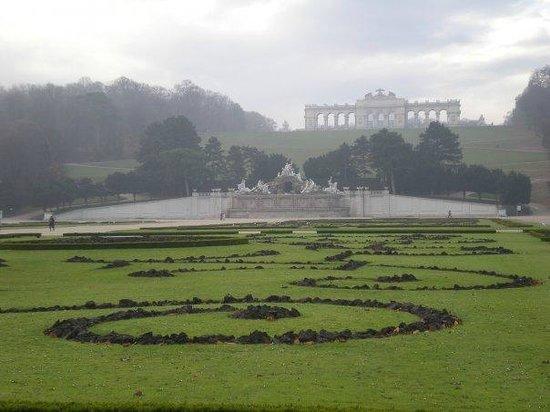 Schloss Schönbrunn: behind the palace