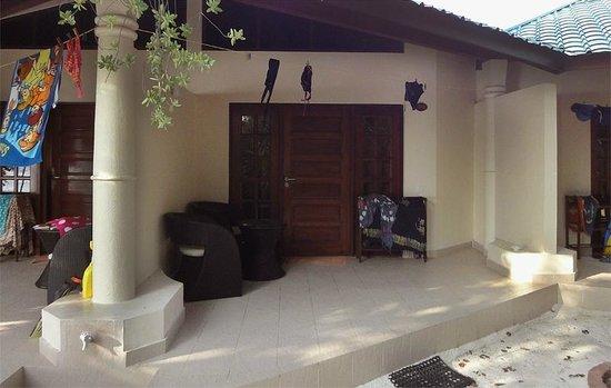 Embudu Village : In front of our room