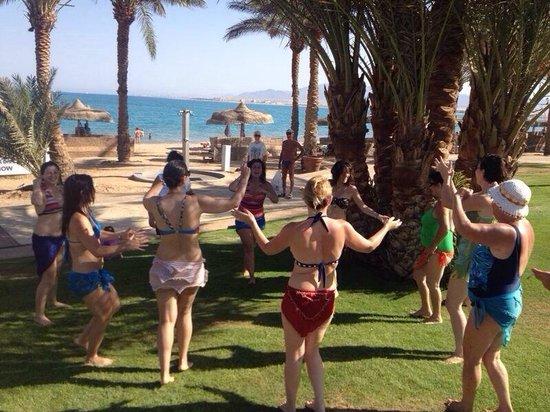 SENTIDO Palm Royale : Belly dancing 1