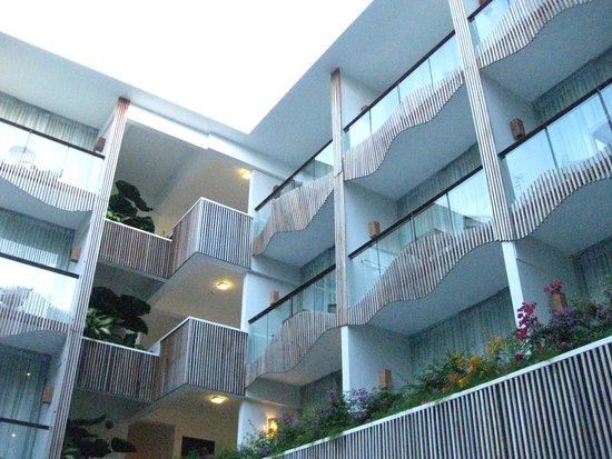 The Bene Hotel: プールから眺める客室