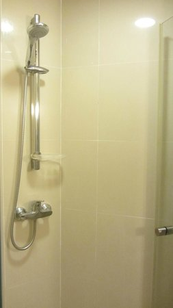 ibis Samui Bophut: Shower