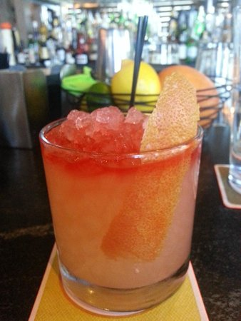 Island Creek Oyster Bar: Sunset Smash - Perfrect happy hour drink.