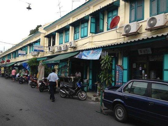 The Warehouse Bangkok : Neighborhood