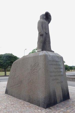 Knud Rasmussen, statue
