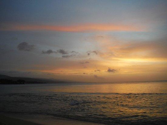 Couples Sans Souci: Sunset Beach