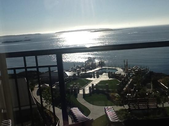 Oak Bay Beach Hotel: early morning view.