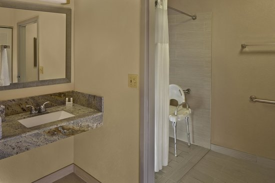 Courtyard Orlando East/UCF Area: Roll-In Showers available in select rooms.