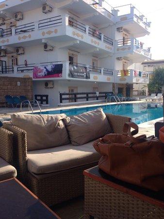 Kaparis Beach Club: Pool area from bar