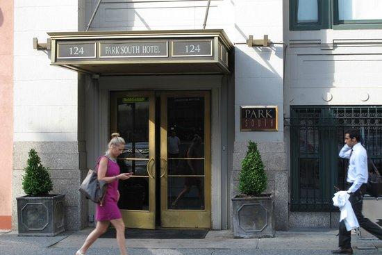 Park South Hotel : Front door of hotel