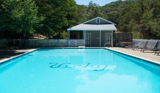 Vichy Springs Resort : a lovely chlorine-free pool