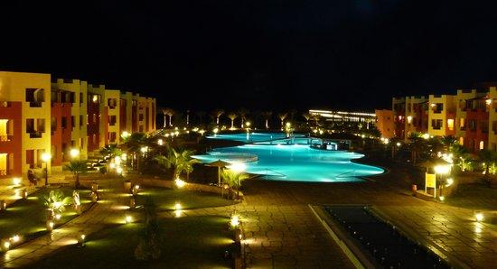 Magic Tulip Beach Resort: neuer Teil bei Nacht