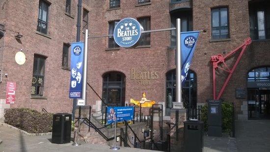 Premier Inn Liverpool City Centre (Albert Dock) : The Beatles story next door to the Hotel