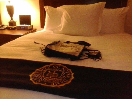 Morris Inn : bed