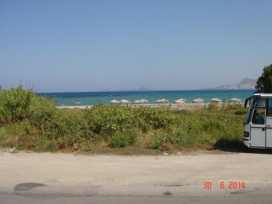 Aqua Blu Boutique Hotel + Spa: Road in front of beach