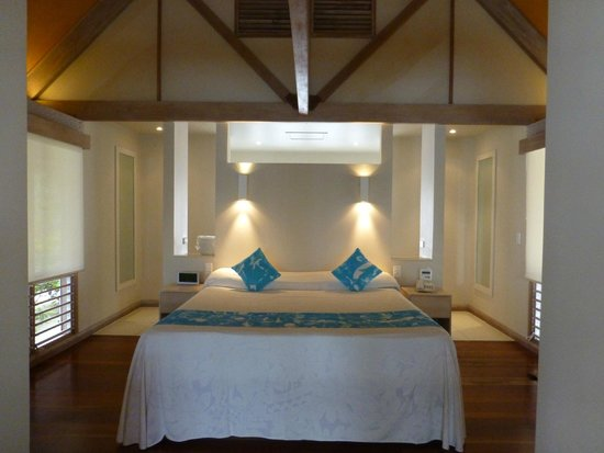 Little Polynesian Resort: Over beach Villa