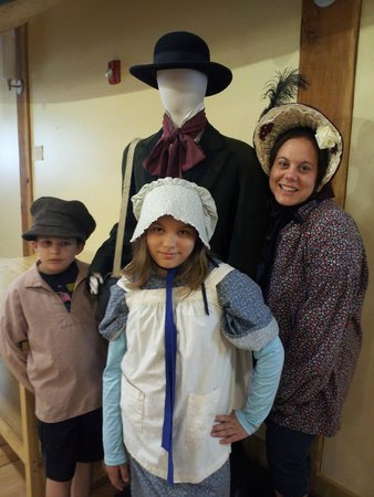 Fort Nisqually Living History Museum : Dress up
