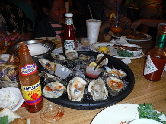 King Neptune's Seafood Restaurant : Oysters on the 1/2 shell