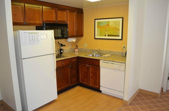 Residence Inn Alexandria Old Town/Duke Street: Kitchen area