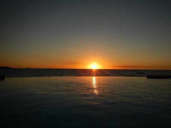 Anjiamarango Beach Resort: Sunset from bungalow