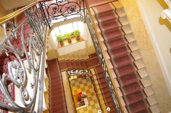 Hotel Excelsior Splendide: The stairs <3