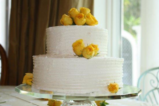Elegant wedding cake with fresh flowers picture of flirt with flirt with dessert simple wedding cake with yellow roses junglespirit Gallery