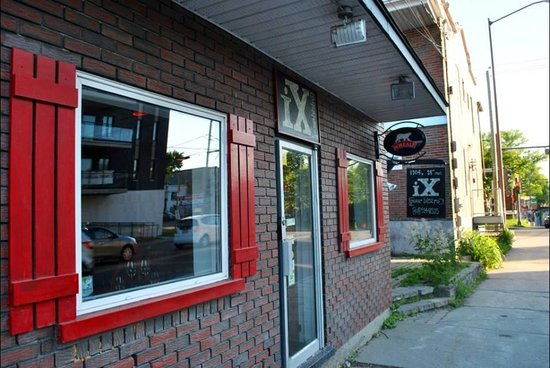 iX pour Bistro : Don't let the exterior or neighborhood sway you - this is food-geek heaven!