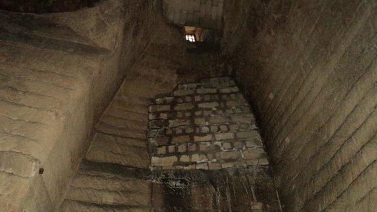 Gravina Sotterranea: In fondo alla cava-cantina