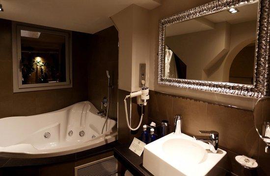 Vasanta Hotel Boutique : Bathroom Spa