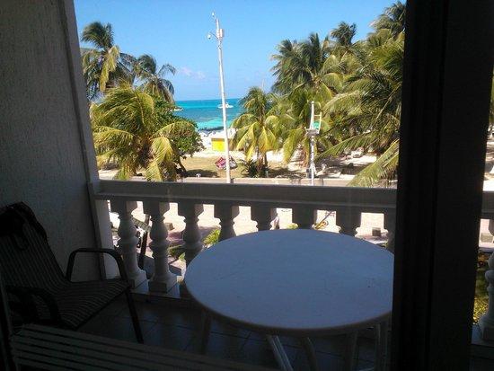 Hotel El Dorado: Vista de nuestra habitación a la calle