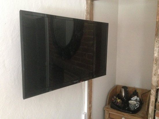 Saltgate House: Quality TV and fittings