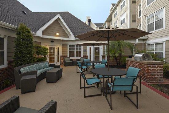 Residence Inn Orlando East/UCF Area: BBQ Area