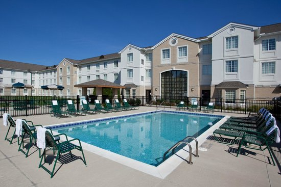 Outdoor Swimming Pool And Sport Court Picture Of Staybridge Suites Cleveland Mayfield Heights
