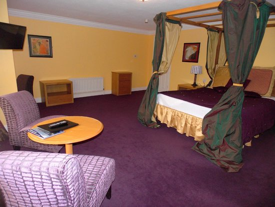 Celtic Royal Hotel: Bedroom