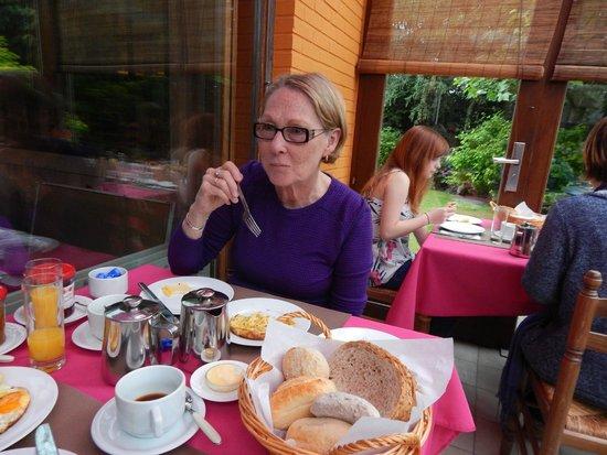 Maison Printaniere Bed & Breakfast: Lovely Breakfast and beautiful surroundings