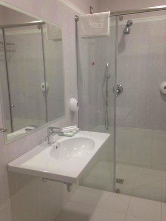 Sar'Otel Hotel & Spa: Bad -Zimmer 206